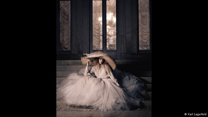 ساخت لاگرفلد کارل لاگرفلد طراح لباس بنام آلمانی تاکنون جوایز متعددی از