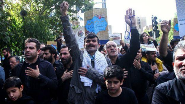 پس از نماز جمعه امروز تهران 'راهپیمایی بزرگداشت هفته امر به معروف و نهی از منکر' برگزار شد